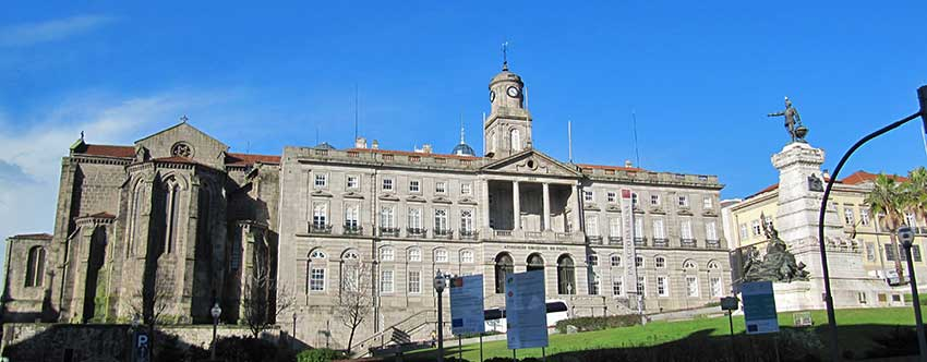 Placa do Infante Dom Henrique_Porto walking tour_Sherpa Expeditions